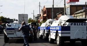 Здание полиции было захвачено радикалами в Ереване, врачи были взяты в заложники
