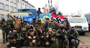 """На роликах тот самый украинский неонацист Виталий Регор, если конечно эти оба ролика не фейк. 9 мая он напал на людей, участвующих в шествии """"Забытый полк"""", сорвав с женщины георгиевскую ленточку"""